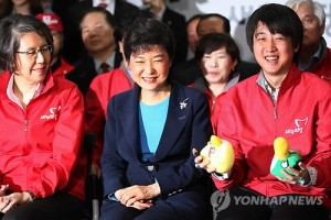 Saenuri Party's Park Geun-hye awaits results of parliamentary elections