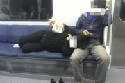 'Brainless Couple' on Busan Metro