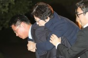 korean-bribery-scandal-lawmaker-hyun-young-hee-faints-5