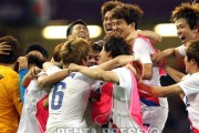 korean-football-team-celebrates-their-win-against-britain-2012-olympics
