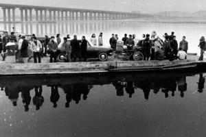 old-car-ferry-in-gangnam-seoul