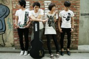 South Korean indie bands, looking indie. Probably because they can't afford anything.