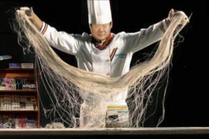 Managing director of POSCO Energy making ramen noodle