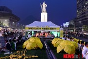 Hunger protest continues into the night on July 14th in Gwanghwamun Square, Seoul.