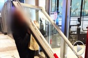lotte world 2 door falls on visitor korea